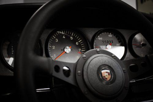 911 Cockpit Tacho