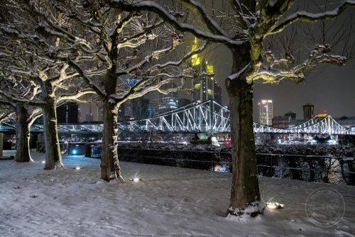 frankfurt im winter mit schnee