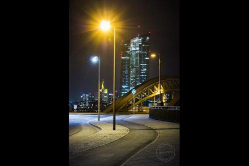 die ezb bei nacht in frankfurt