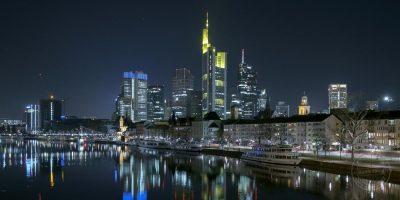 frankfurt im panorama bei nacht