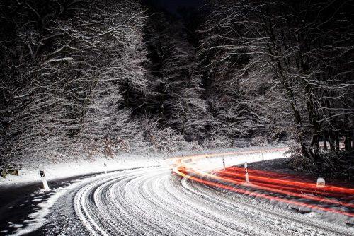 taunus schnee hessen straße verkehr nacht