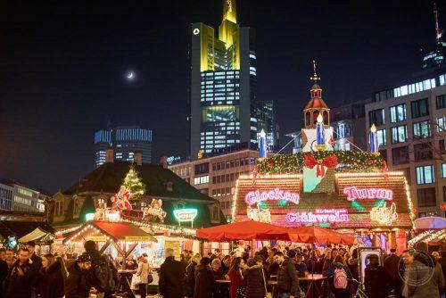 frankfurt weihnachtsmarkt christmas nacht mond