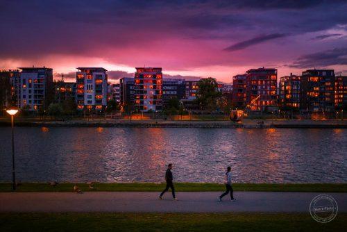 frankfurt main ufer spaziergang nacht dämmerung