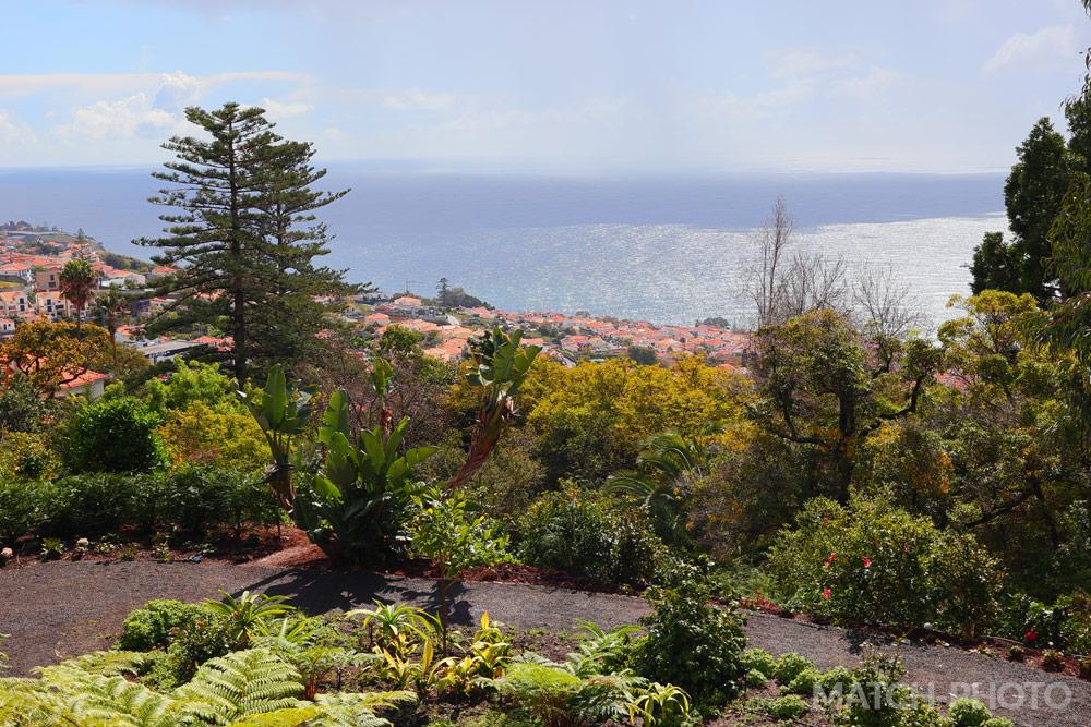 Blick vom botanischen Garten auf Funchal.