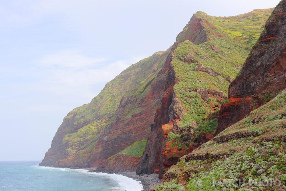 Die Westküste mit ihren hohen Steilklippen.