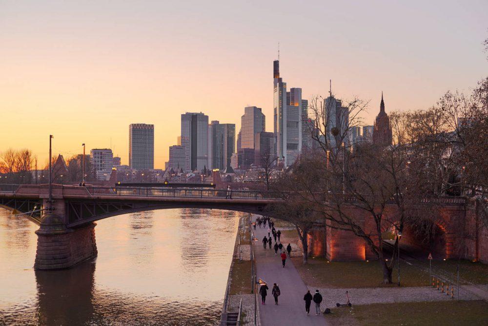 frankfurt winter abend skyline