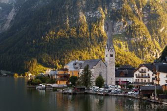 kirche österreich am see in den bergen